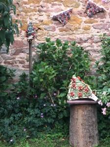 Dans le jardin d'Orphée, Morgane and Alain Soulier présent les vestiges de leur arche réalisée ensemble en 2014/ In the Orphean garden, Morgane and Alain Soulier present the las remains of their arch installation of 2014.